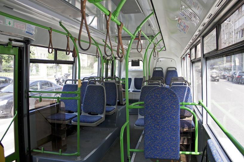 Омичей призывают жаловаться на грязные салоны автобусов