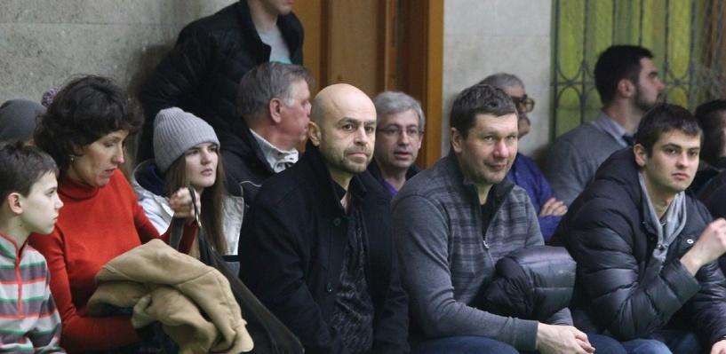 Хоккеисты «Авангарда» поддержали женскую баскетбольную команду «Нефтяник»