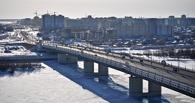 В Омске мужчина спрыгнул с метромоста и остался жив