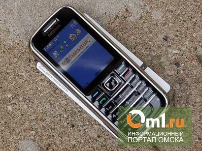 Под Омском подросток украл мобильник у 13-летнего школьника и подарил девушке