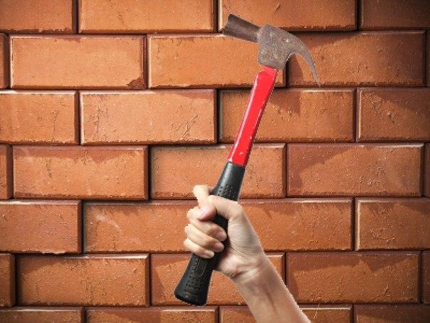 Омичи пробили стену магазина, чтобы украсть сигареты и водку