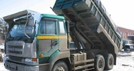 Задолжавший 50 млн омич пытался скрыться от приставов на грузовике