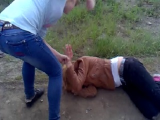В Омске отправили под суд школьницу, которая на видеокамеру избивала знакомую