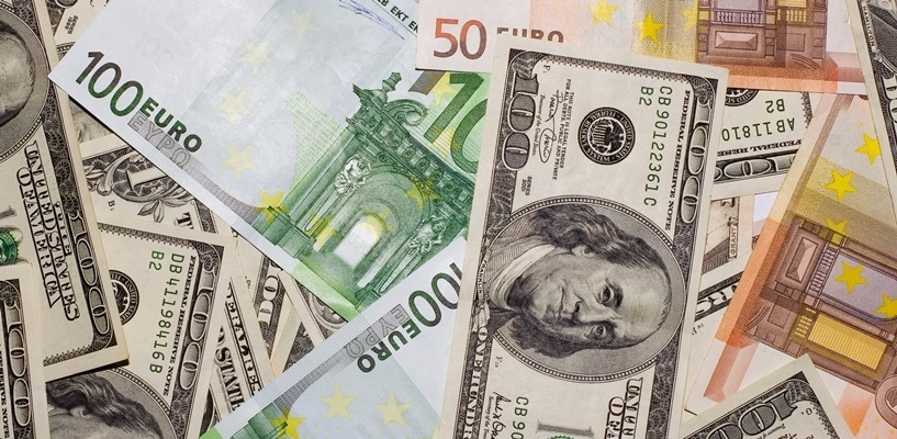 Курс валют: доллар вернулся к отметке в 63 рубля, евро — 72 рубля