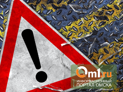 В Омске ночью на 10 лет Октября 7 машин столкнулись и перекрыли движение