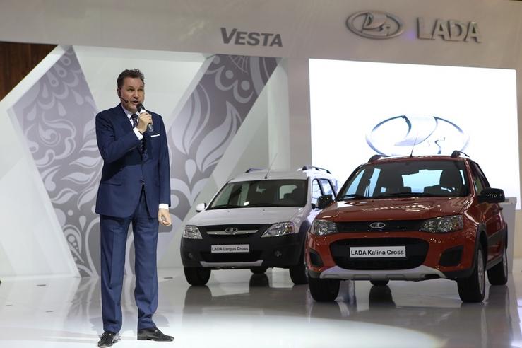 Та же ладья, только больше: АвтоВАЗ представил новый логотип Lada
