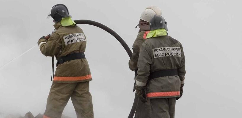 В центре Омска горел двухквартирный дом