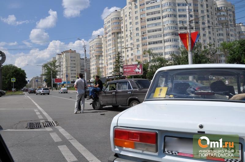 В Омске автослесарь угнал «семерку» и врезался в «семерку»