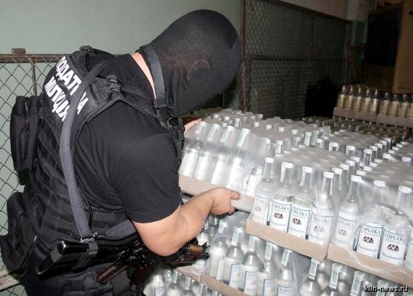 Омские полицейские изъяли более 190 литров незаконного алкоголя