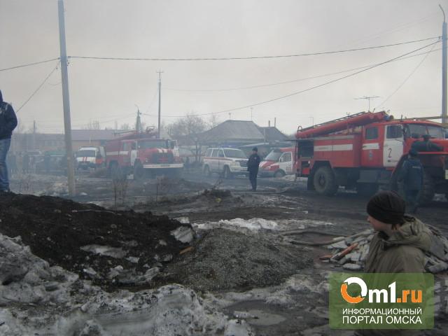 Крупный пожар в Омске:горело 5 домов, чуть не взорвалось 3 газовых баллона