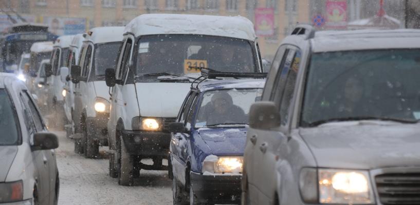Омичи стоят в большой пробке на проспекте Маркса и на улице Думской