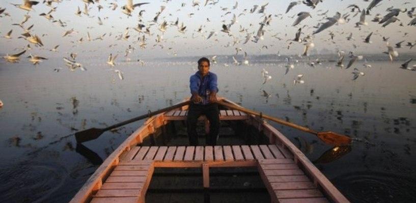 В Омской области из-за паводка выпускники поплыли на ЕГЭ на катерах