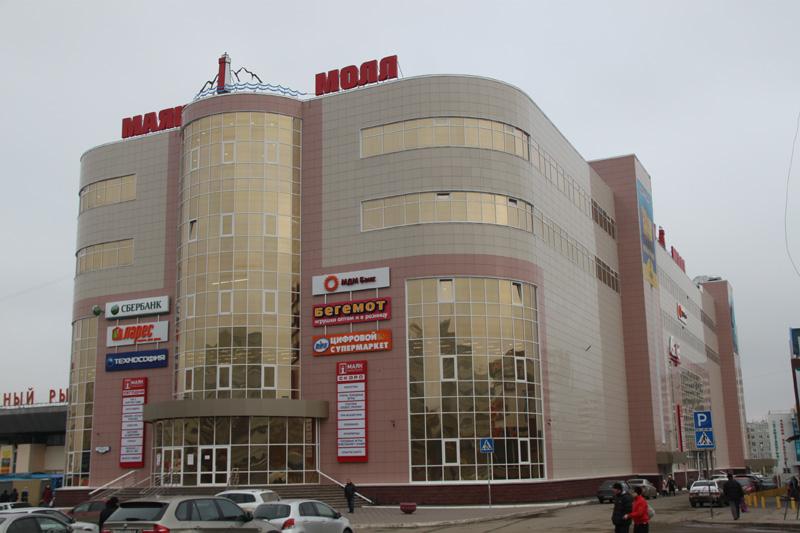 Омские судебные приставы арестовали бутик в ТК «Маяк»