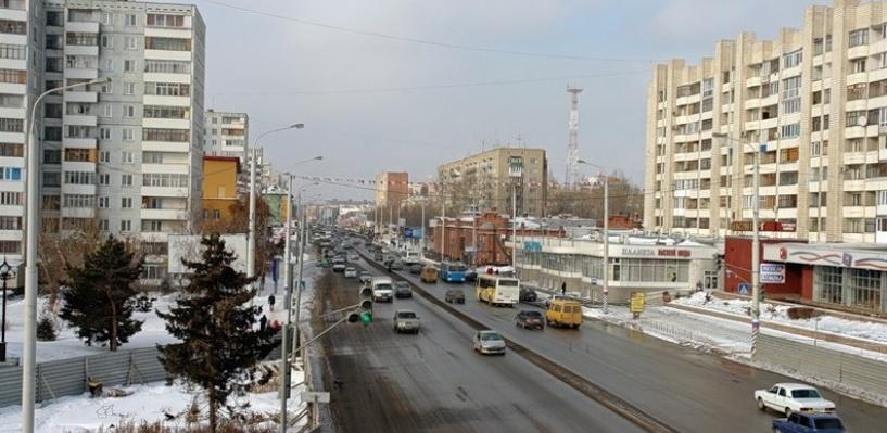 Шестибалльные пробки в Омске образовались из-за ДТП на Красном Пути