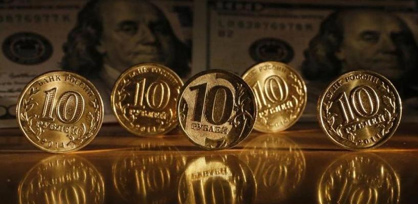 Курс валют: евро опустился ниже 69 рублей, доллар приблизился к 61 рублю