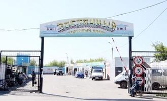 В Омске обрушилась крыша в ангаре на стройрынке «Восточный»