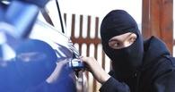 Омские полицейские задержали работника автомастерской, подозреваемого в угоне Renault Logan