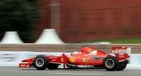 Санта Клаус развозит подарки на болиде Ferrari F1