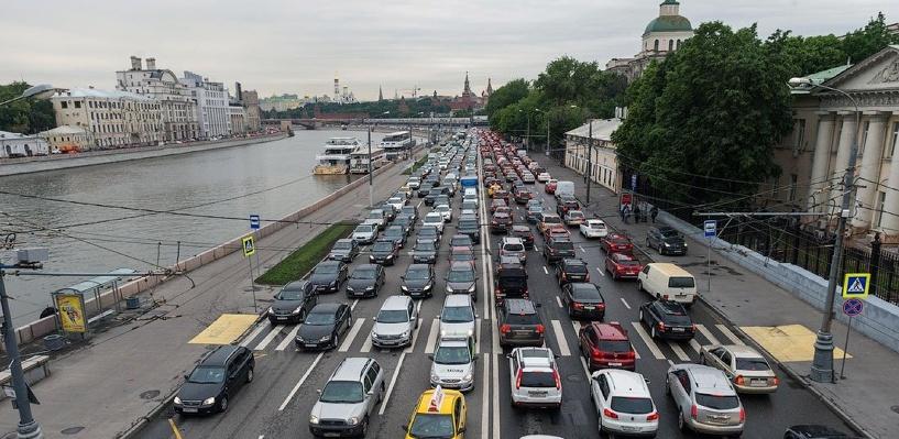 Лето в Омске начинается с многочисленных ДТП и пробок