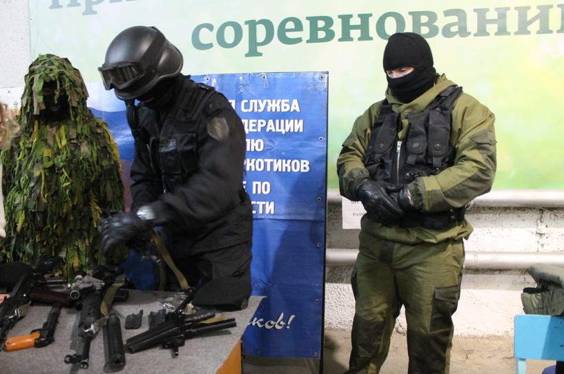 Репортаж: как омские журналисты осваивали боевое оружие