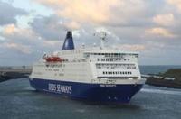 У берегов Британии горит паром с тысячей человек на борту