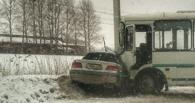 В Омске произошло ДТП с автобусом. Погибла женщина (фото и видео)
