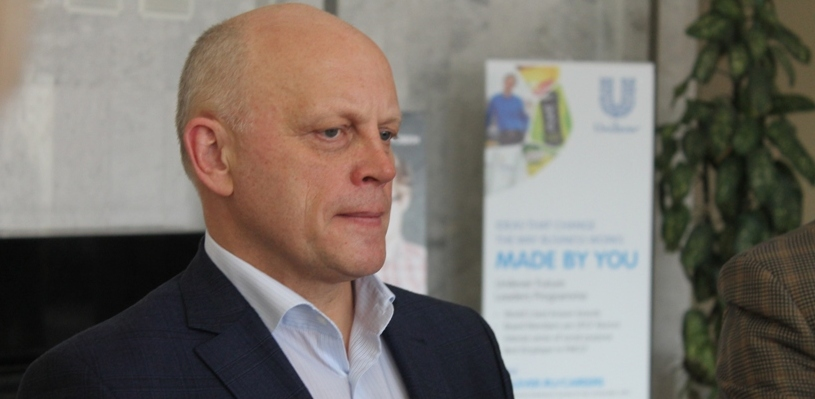В медиарейтинге губернаторов Сибири Виктор Назаров опустился на вторую позицию
