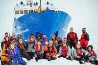 В Антарктиде эвакуируют экипаж российского судна, которое застряло во льдах