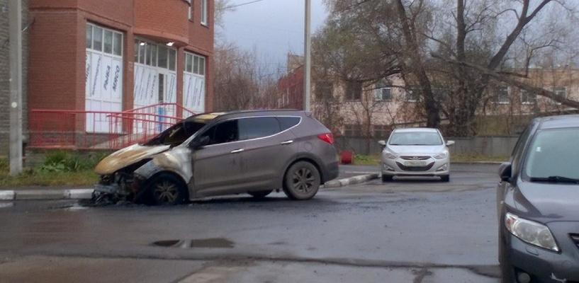 Ночью в Омске на парковке сгорела иномарка