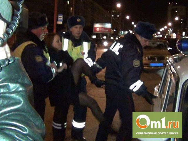 Жительница Омской области заявила, что инспектор ГИБДД «повредил ей руку»