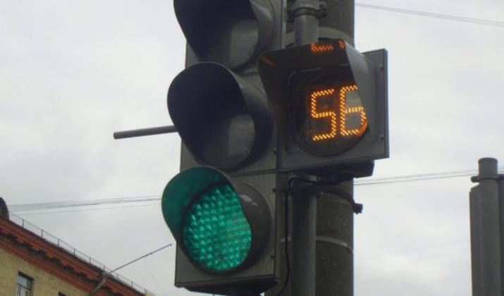 На улице Завертяева в Омске откорректируют работу светофора