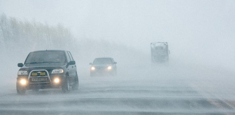Водителей предупреждают: на трассе Омск-Тюмень выпал снег (видео)