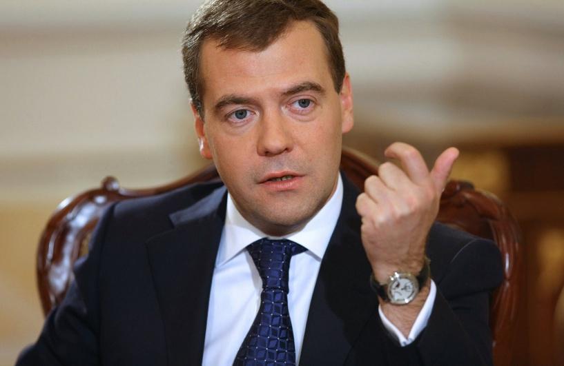 Медведев провел совещание в здании Заксобрания Омской области