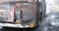 На Левом берегу Омска загорелся автобус