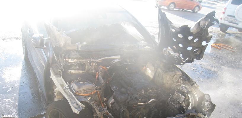 Будьте осторожнее: в Омске загораются автомобили при прогреве