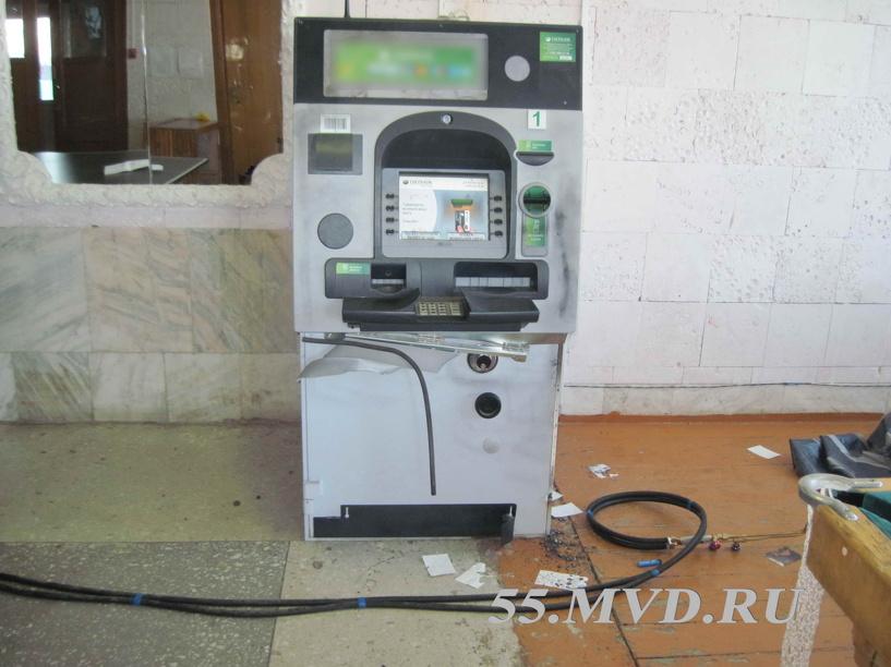 Под суд пойдут два омича, попытавшихся украсть из банкомата Сбербанка 1,2 млн рублей