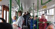 В Омске пенсионерка получила травмы после падения в троллейбусе