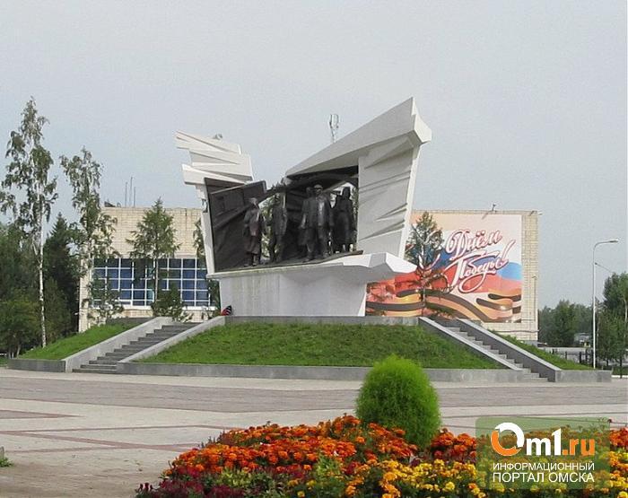 К 9 мая в Омске приводят в порядок памятники и дороги