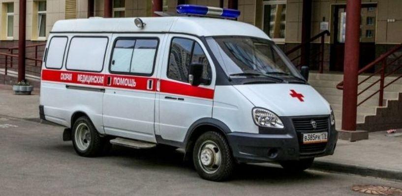 Девочку, на которую упал шкаф, срочно перевезли в одну из больниц Омска