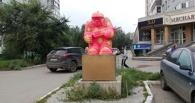 В Омске вандалы покрасили скульптуру рабочего возле магазина «Бош» (ФОТО)