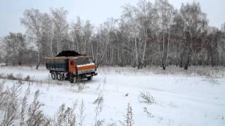 «Камаз» вез уголь в Омск, но попал в ДТП и все просыпал