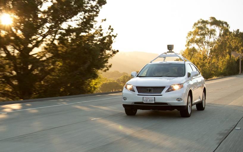 Не окей, Гугл: машина на автопилоте впервые попала в ДТП, есть пострадавшие