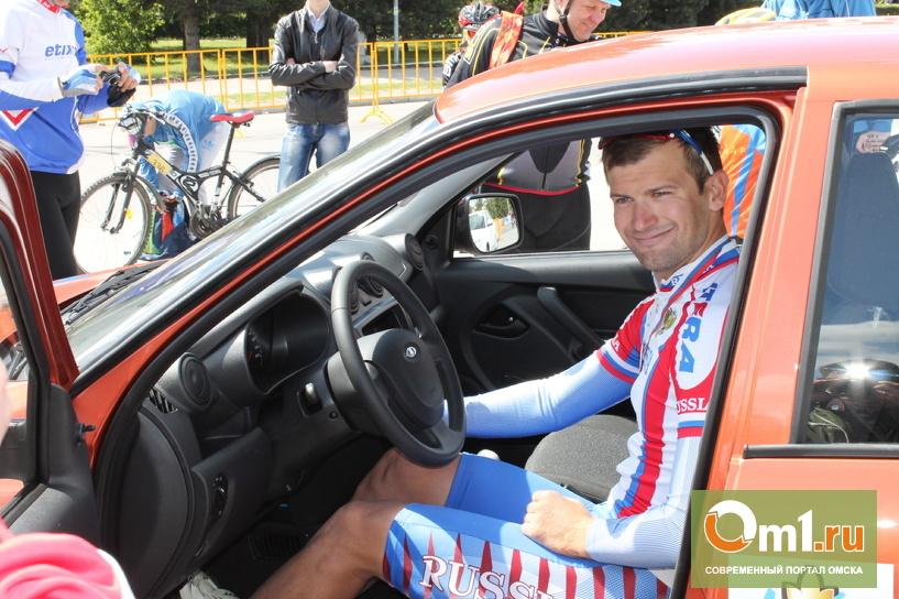 В Омске победитель велогонки отказался от главного приза - автомобиля Lada Granta