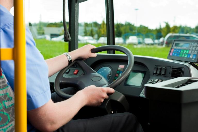 В Омской области водитель возил пассажиров по просроченным правам