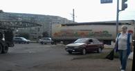 В Омске в Нефтяниках строительный кран «разорвал» фуру