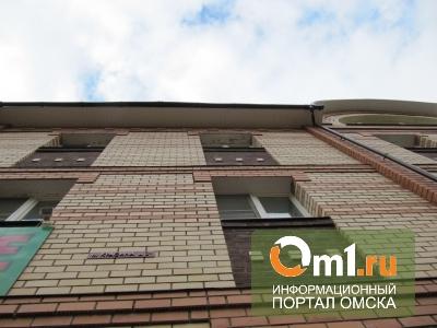 В Омске подросток сломал позвоночник, выпав из окна общежития