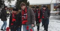 Команда звезд омского хоккея посетила могилу Черепанова