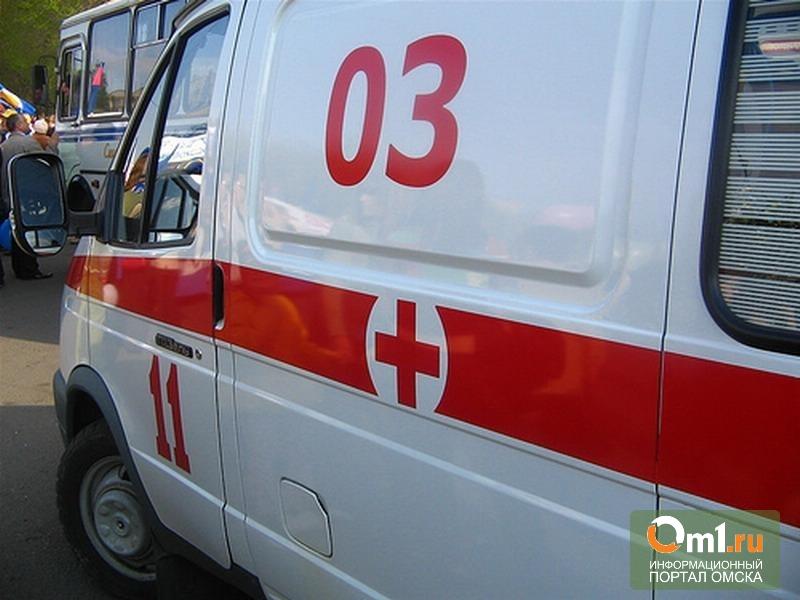 В Омске на 10 лет Октября автомобиль после ДТП отбросило на пешехода