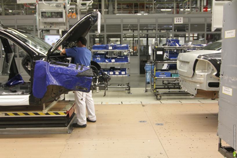 На улицу! Российские автозаводы массово сокращают производство и сотрудников