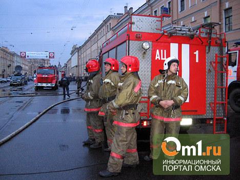 В Омске из горящей квартиры на Красном Пути спасли 3 детей и 12 взрослых